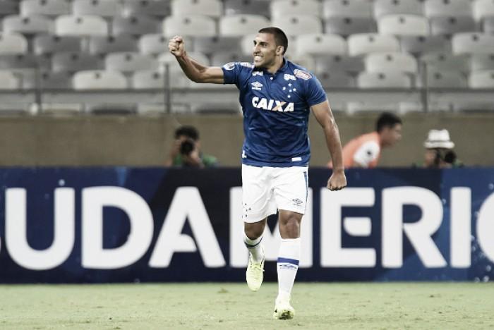 Ábila recebe medalha de campeão da Copa do Brasil e agradece Cruzeiro