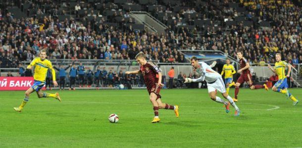روسيا تخرج بتعادل ثمين من أراضي السويد في تصفيات يورو 2016