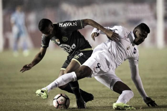Vagner Mancini lamenta derrota contra Nacional pela Libertadores