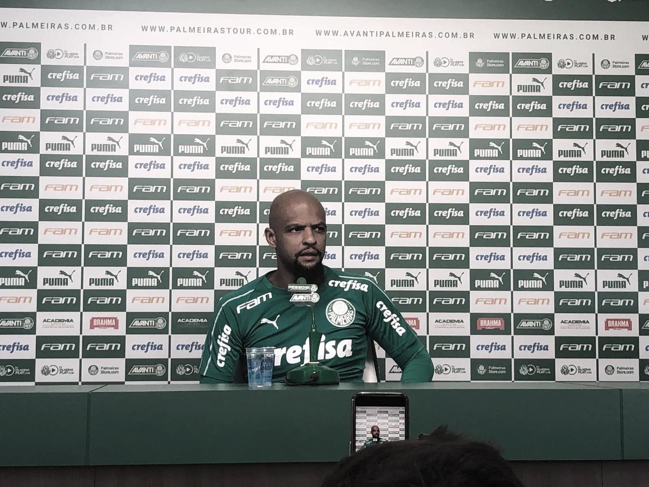 """Felipe Melo discorda de protesto da torcida do Palmeiras: """"É questão de educação"""""""