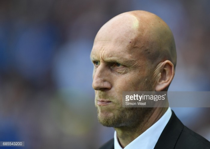 Stam won't leave Reading for Leeds United job