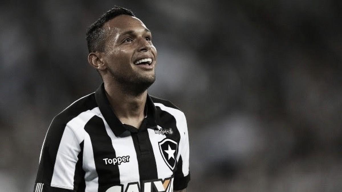 """Gilson sacramenta vitória com gol nos acréscimos e comemora: """"Fui coroado"""""""