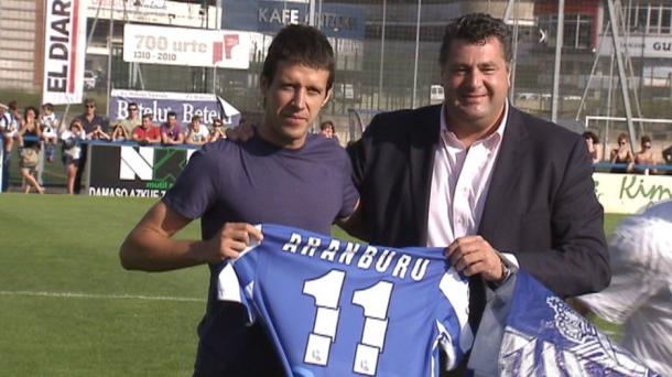 La Real vence 3-0 al Eibar en el homenaje a Mikel Aranburu