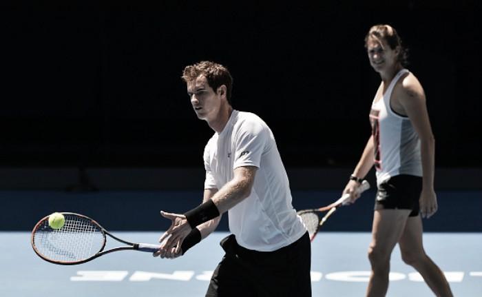 Casey Dellacqua applauds Andy Murray