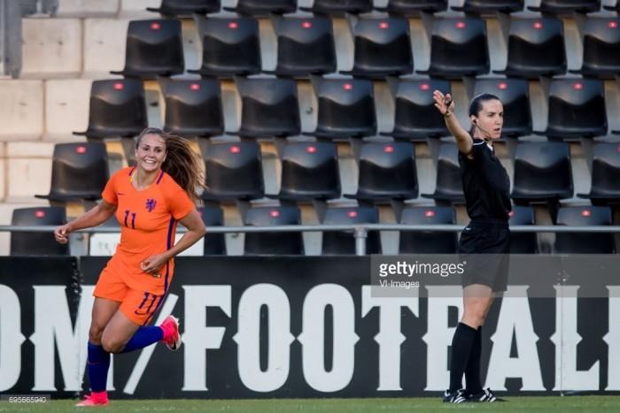 Lieke Martens signs for Barcelona