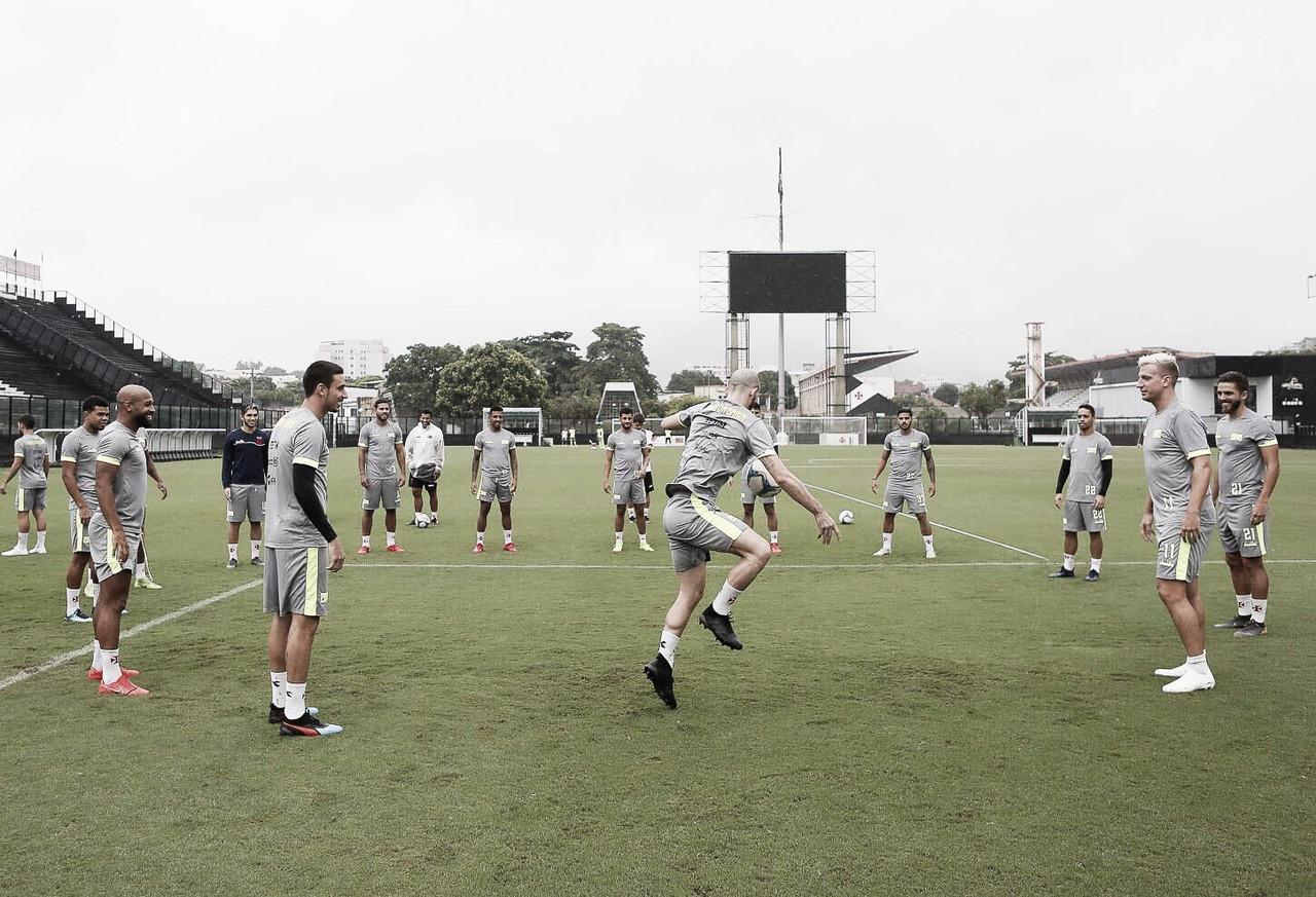 Vasco e Bangu duelam visando classificação para semifinal da Taça Rio