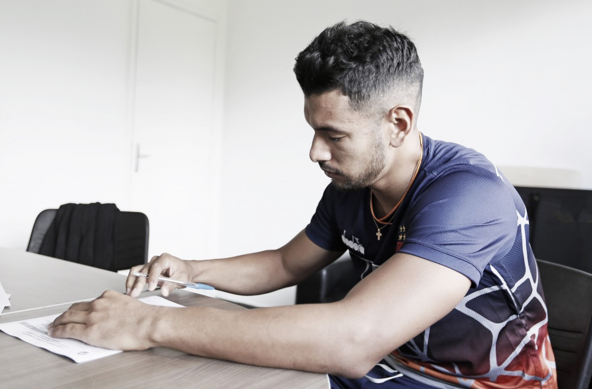 Andrés Ríos acerta renovação com Vasco até final da temporada