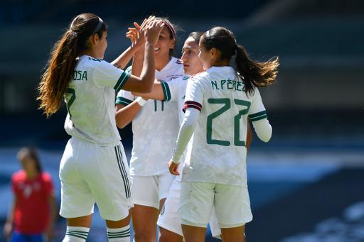 Mónica Vergara debuta al frente de la Selección Mexicana Femenil con triplete en el Azteca