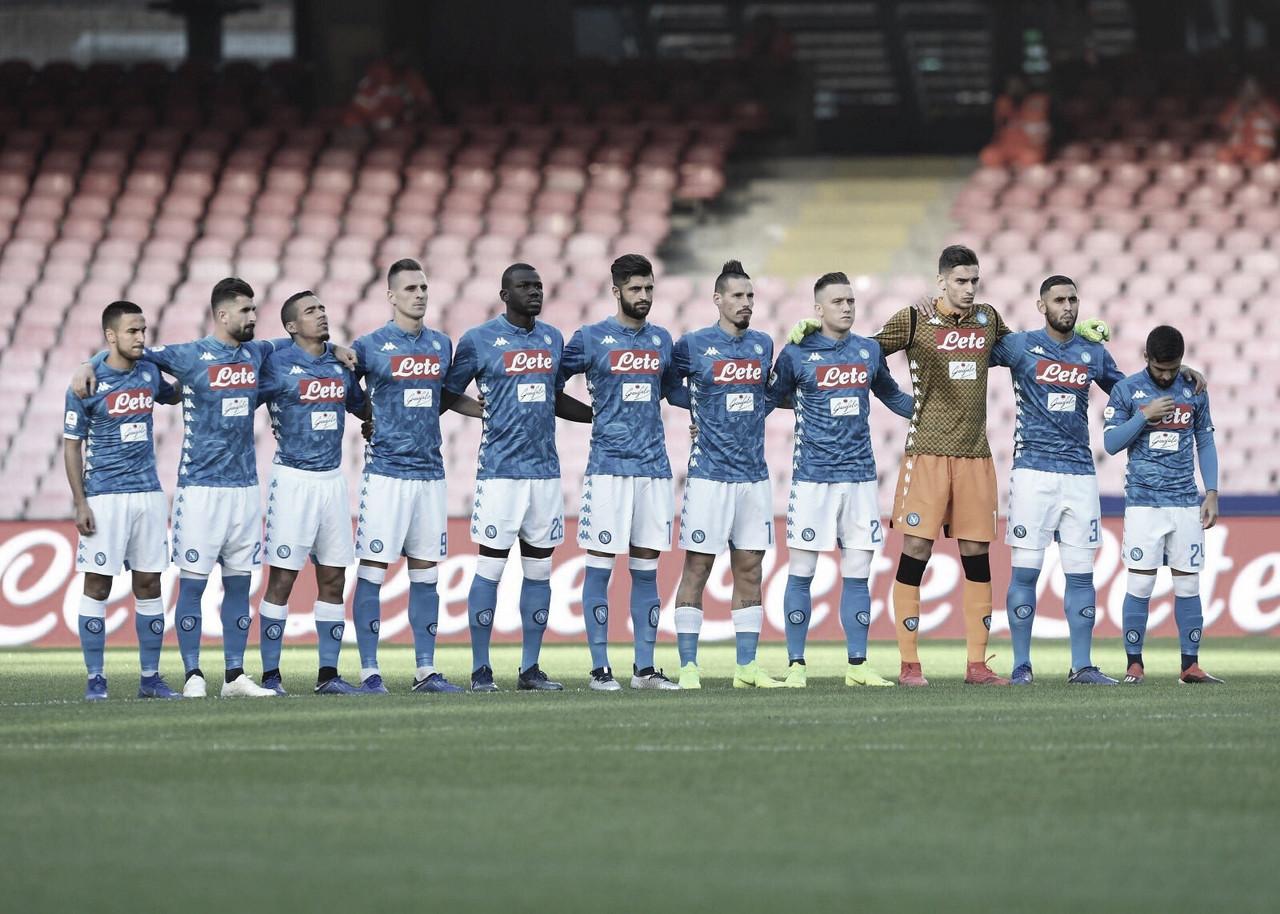 Napoli passeia sobre Frosinone em casa e mantém caça a líder Juventus
