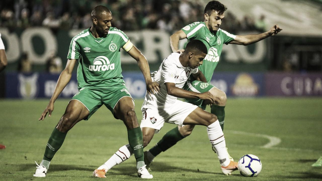 Com VAR e discussões, Chapecoense fica no empate diante do Fluminense