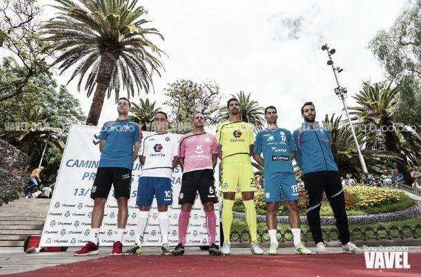 El Tenerife presenta sus equipaciones para la temporada 2015/16