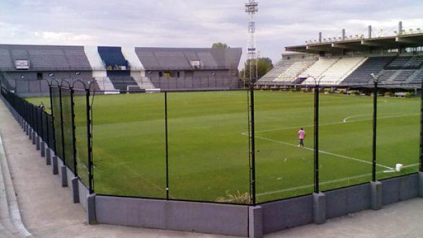 Estudiantes ante Vélez, el viernes en cancha de Quilmes