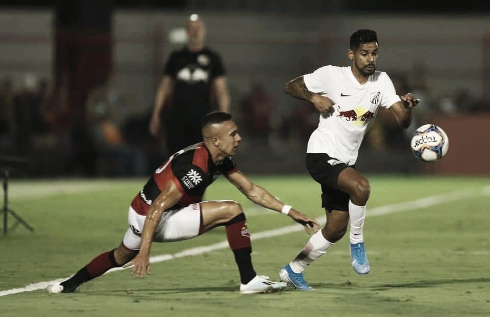 Bragantino empata com Atlético-GO no fim e se mantém na liderança da Série B