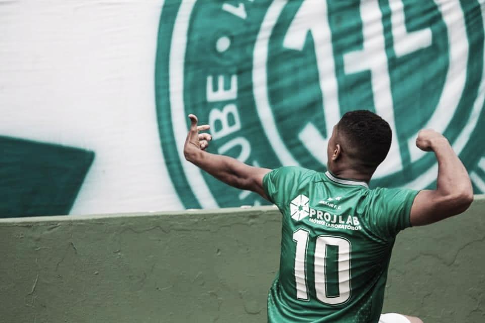 Guarani tem gol mal anulado, mas vence Paraná e deixa zona de rebaixamento