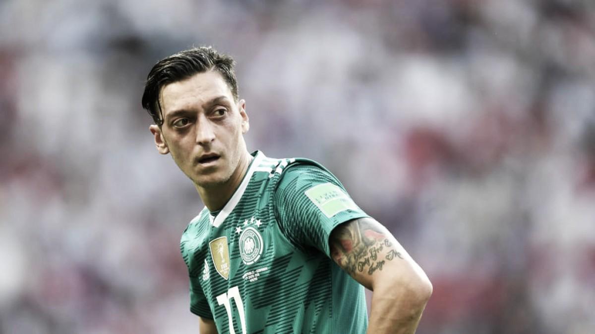 Com acusações de preconceito à Federação Alemã, Özil anuncia aposentadoria da seleção