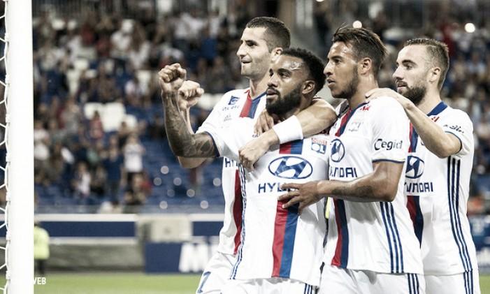 Com dois gols de Lacazette, Lyon derrota Caen e segue invicto na Ligue 1