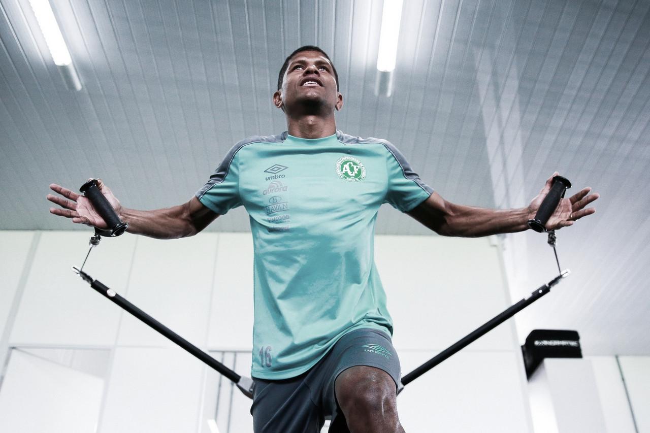Com passagens por Chapecoense e Flamengo, volante Márcio Araújo é contratado pelo CSA