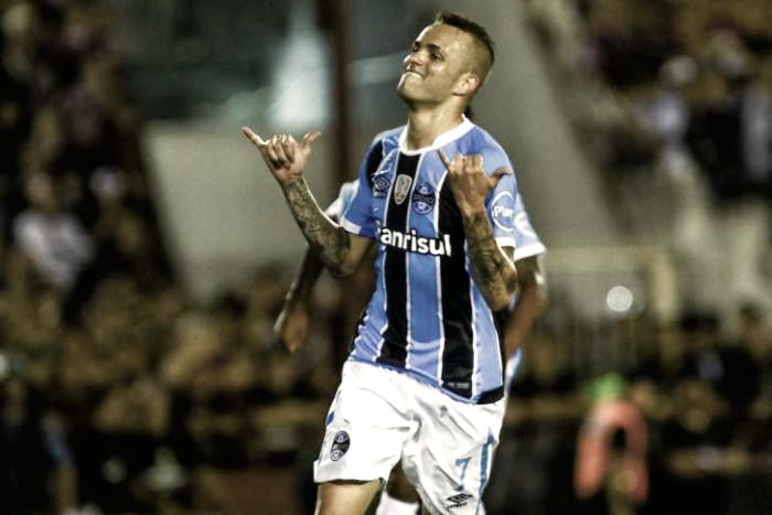 De cabelo azul após conquista da Libertadores, Luan volta a provocar Eduardo Sasha