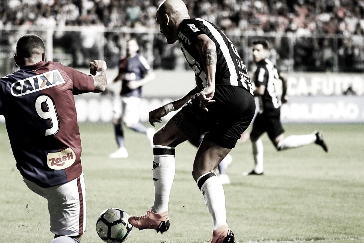 Desfalque no Atlético-MG: entorse no tornozelo afasta Fábio Santos de jogo contra Bahia