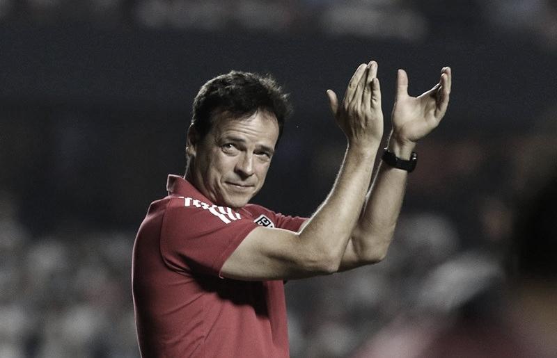 Fernando Diniz exalta bom desempenho dos jogadores na vitória do São Paulo