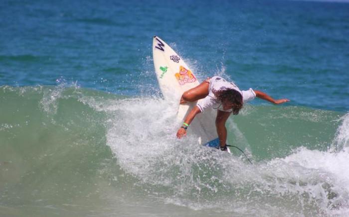 Surf: Analí Gómez se impone en el sur
