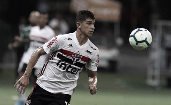 """Após goleada sofrida contra o Palmeiras, Vitor Bueno afirma: """"Não podemos entrar assim"""""""