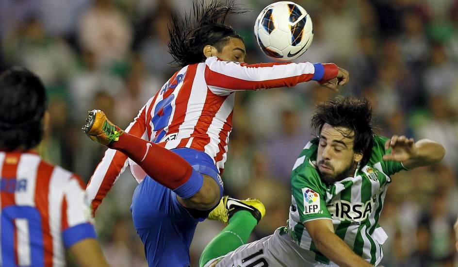 El Atlético de Madrid derrota al Betis en un partido loco y se coloca segundo