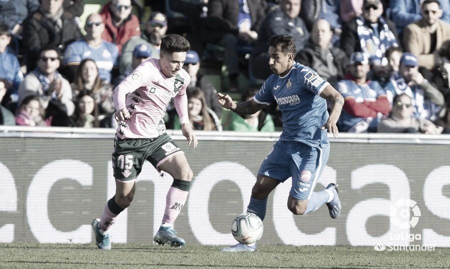 Álex Moreno alcanza los 250 partidos como profesional