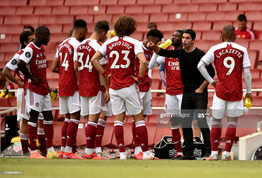 Arteta giving team talk to squad (photo: Getty images)