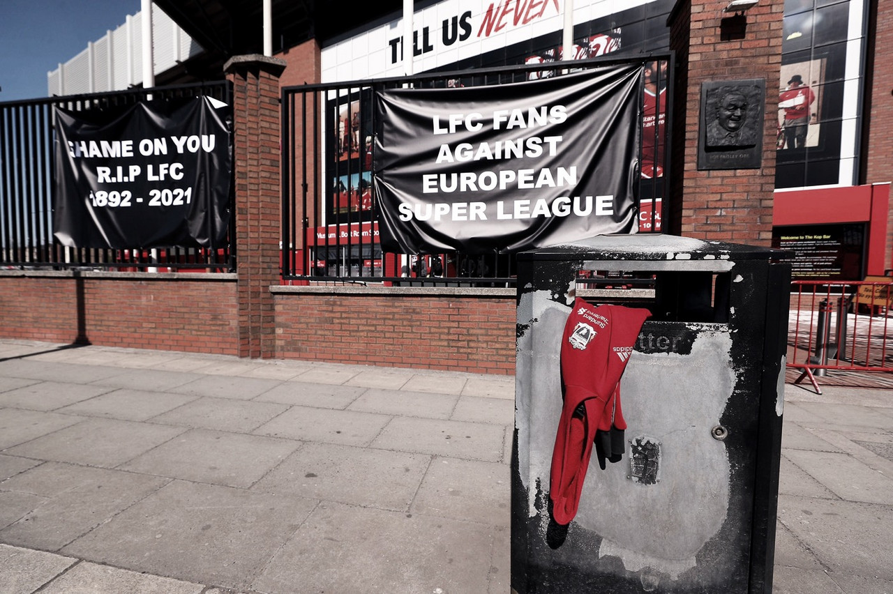 Liverpool à venda? Torcida e ídolos pressionam Fenway Sports Group
