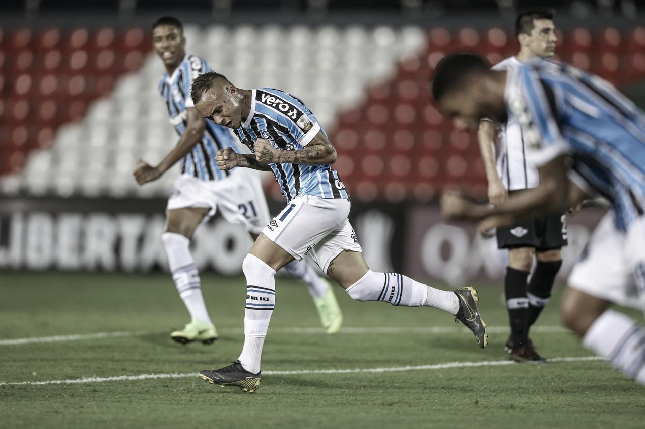 Com dois gols de Everton, Grêmio vence Libertad e mantém sonho de classificação na Libertadores