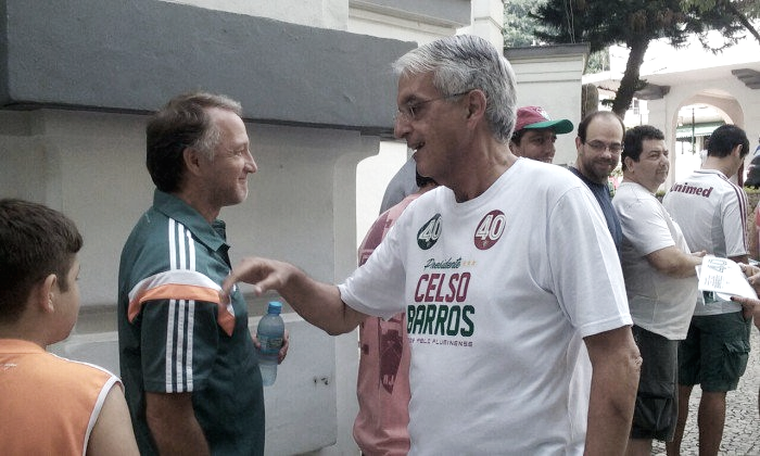Candidato à presidência, Celso Barros é o primeiro a votar nas Laranjeiras