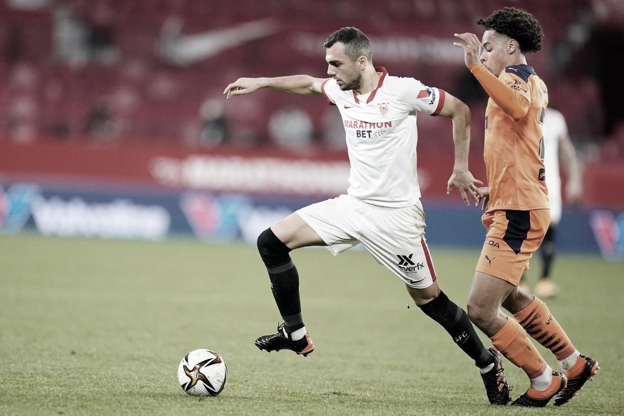 Jordan superando Koindredi / @SevillaFC (Twitter)
