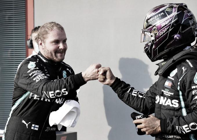Los compañeros de Mercedes festejan el 1-2 | Foto: Fórmula 1