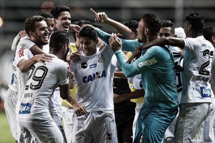 Em jogo marcado por pênaltis perdidos, Santos bate Atletico-MG fora de casa