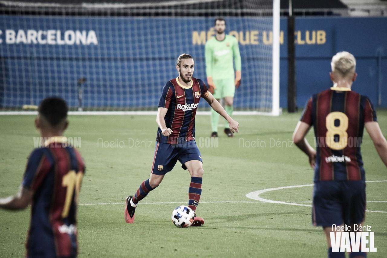 Óscar Mingueza en un partido con el filial durante la presente temporada | Foto de Noelia Déniz, VAVEL