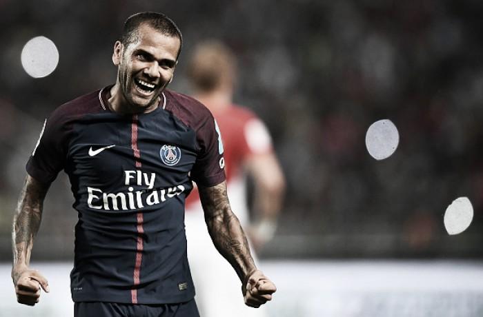 Daniel Alves anota golaço de falta, PSG vira sobre Monaco e conquista SuperCopa