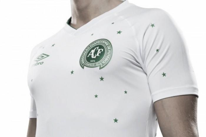 Para partida contra Barcelona, Chapecoense e Umbro lançam nova camisa