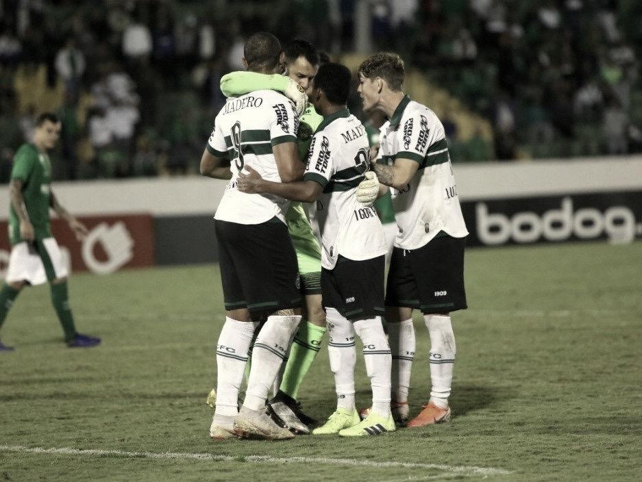 """Rodrigão demonstra alívio após vitória do Coritiba: """"Estamos felizes pelos três pontos"""""""