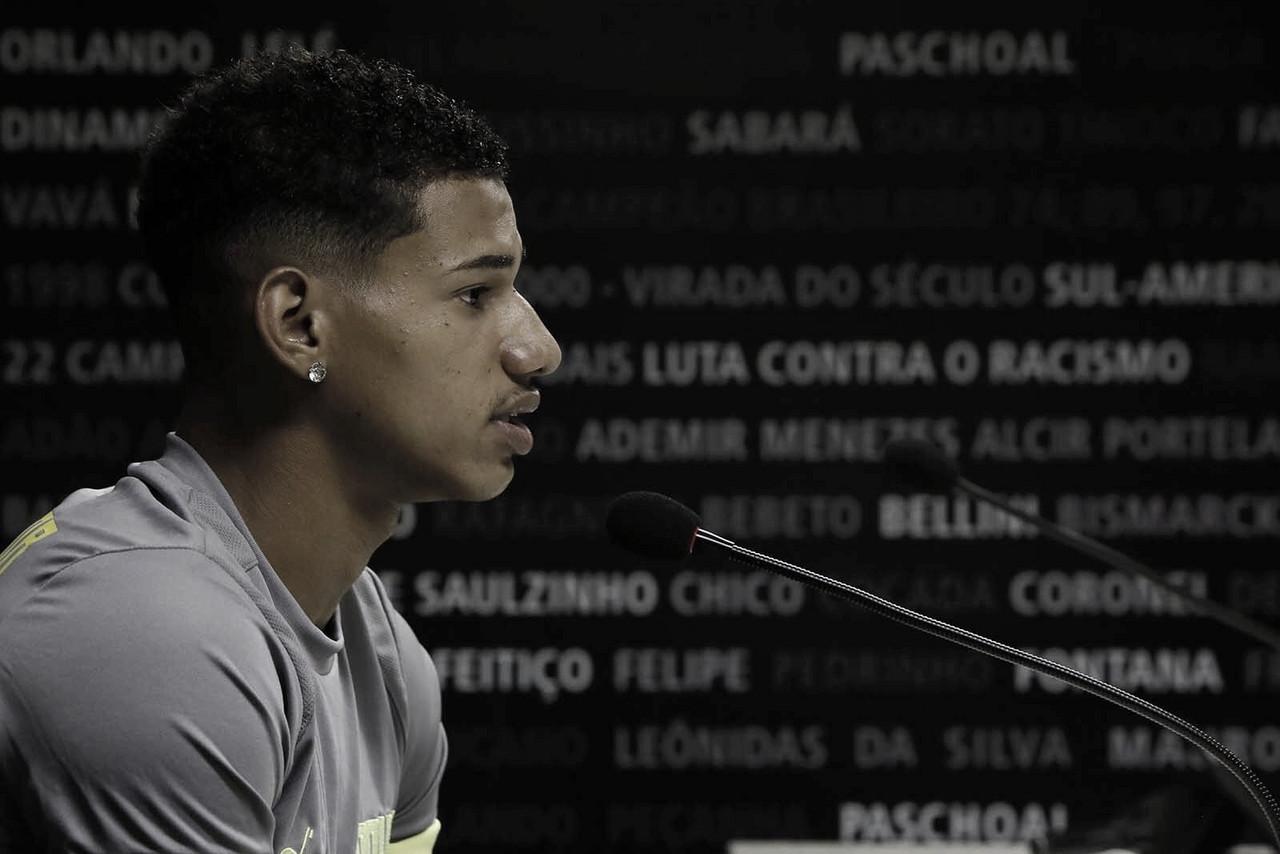 """Marrony fala sobre boa fase no Vasco: """"Todo moleque da base sonha com que estou vivendo"""""""
