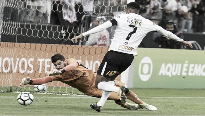 Vitória supera e encerra invencibilidade do Corinthians no Campeonato Brasileiro