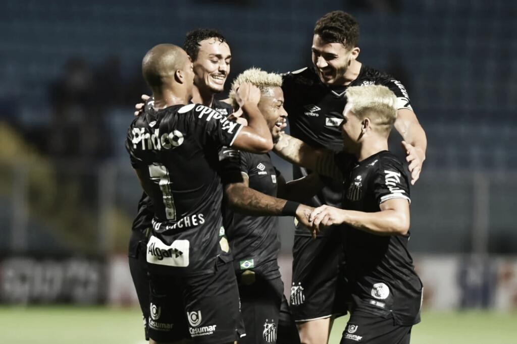 Com gols na primeira etapa, Santos bate Avaí na Ressacada