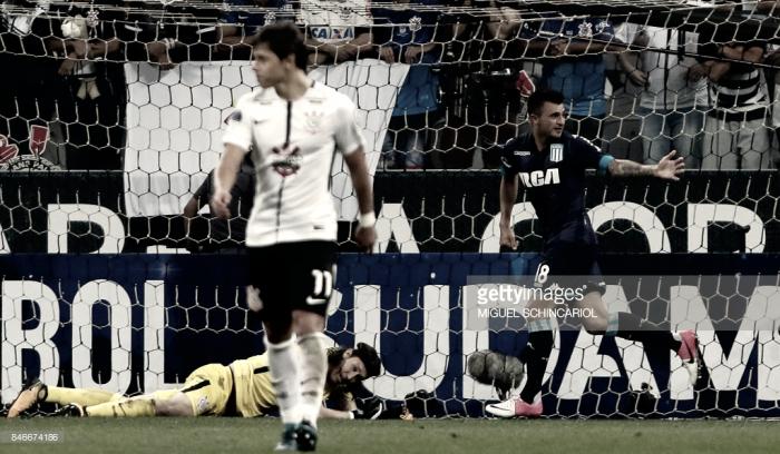 Corinthians sai na frente, mas cede empate ao Racing-ARG e se complica na Sul-Americana