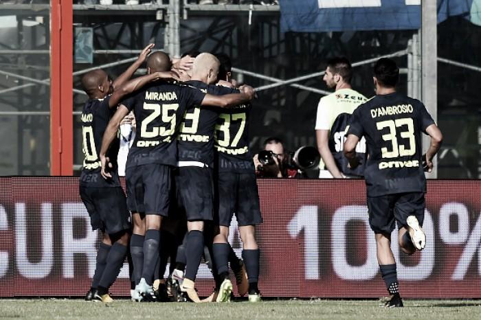 Internazionale sofre, mas vence Crotone e mantém invencibilidade na Serie A