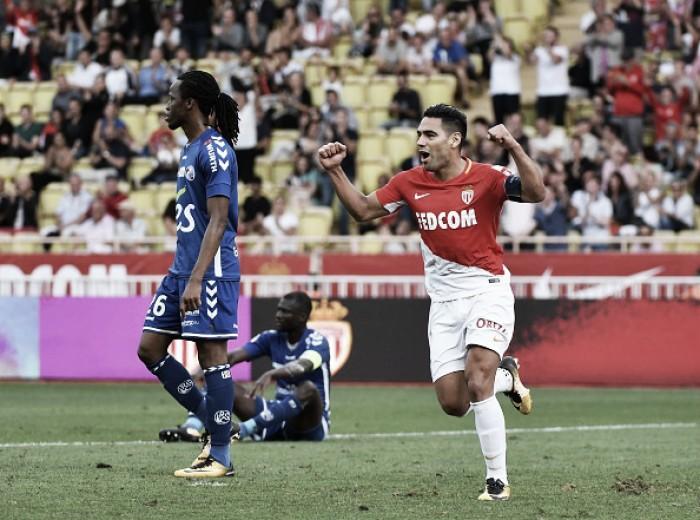 Artilheiro Falcao García brilha, Monaco bateStrasbourg e mantém segunda colocação