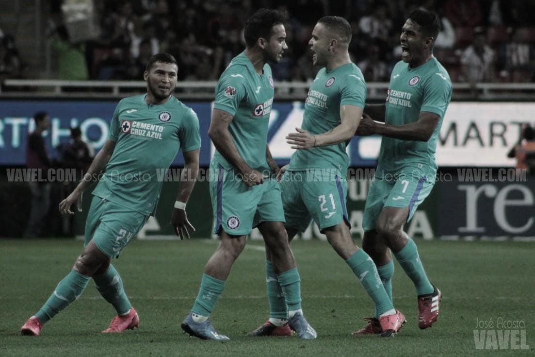 Cruz Azul se impone a Chivas con un golazo