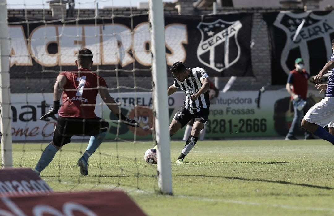 Lima comemora três anos de Ceará com dois gols sobre o Barbalha