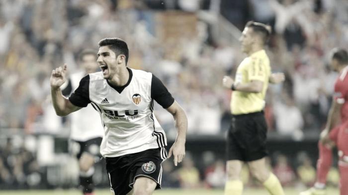 Gonçalo Guedes brilha, Valencia desnorteia Sevilla e segue na vice-liderança