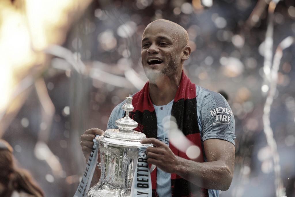 """Após 11 temporadas, Kompany deixa Manchester City: """"Jamais esquecerei"""""""
