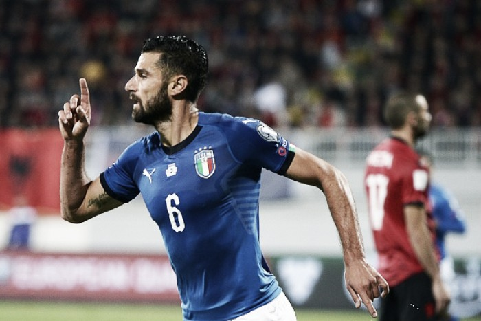 Com gol solitário de Candreva, 'apática' Itália vence Albânia e aguarda repescagem